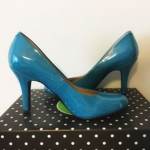 NWOT Katie & Kelly Teal Pumps
